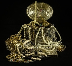 treasure chest with pearls and gold
